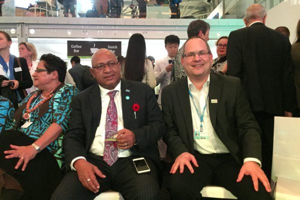 COP 23 - Kai Zimmermann und Frank Bainimarama
